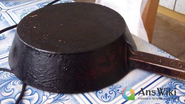 Чистка чугунной сковороды в домашних условиях